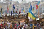 Молодежь собирается в центре Киева для разбора баррикад