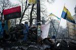 Митингующие на Грушевского укрепляют баррикады мешками с камнем