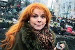 По баррикадам на Грушевского ходит Клара Новикова с фотоаппаратом