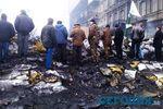 На Грушевского разбирают баррикады и делают буферную зону