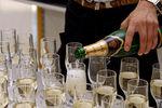 Через две недели в Украине подорожает вино и шампанское