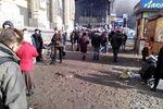 На Майдане у Главпочтамта разобрали всю брусчатку
