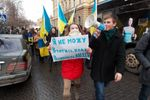 В Черновцах митингующие штурмуют ОГА, главный милиционер уволился, а в СБУ жгут документы