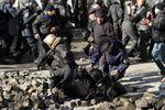 Бойцы ВВ массово сдаются в плен протестующим