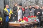 В Харькове сотни людей простились с расстрелянным на Майдане активистом