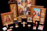 Иконы Януковича и Пшонки хотят отдать в монастырь