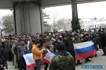 В центре Симферополя сошлись Антимайдан, крымские татары и казаки