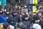 Милиция ушла из-под парламента в Крыму, где проходят два митинга
