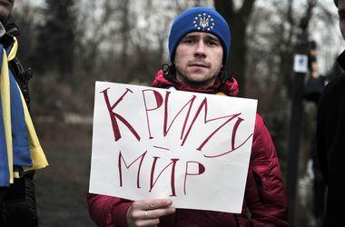 """<h1 class=""""title"""">Украинцы Крыма попросили власть о защите, фото AFP</h1>"""