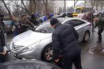 В Одессе неизвестные напали с топором на машину прокурора