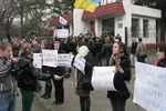 В Симферополе пророссийские митингующие оттеснили женщин, которые агитировали за мир