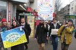 В Харькове призывали к миру песнями и хороводом