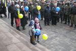 В Днепропетровске возле здания ОГА прошел антивоенный митинг