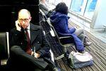 Яценюк в Борисполе ожидает рейса эконом-класса в Бельгию