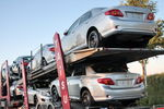 После скачков доллара украинцы кинулись скупать автомобили