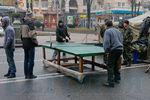 Майдан становится спокойным: здесь уже играют в пинг-понг и ходят аниматоры