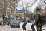 Военные в масках не пустили 40 наблюдателей ОБСЕ в Крым