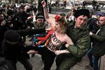 """Крым сегодня: дело на """"премьера"""", десант FEMEN и два варианта будущего"""