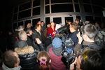 """В Донецке у здания СБУ пророссийские сторонники просили освободить их """"губернатора"""""""