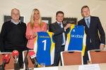 Латвийская команда в знак солидарности будет играть в украинских цветах