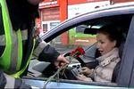 В Одессе ГАИшники дарили дамам за рулем цветы
