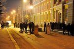 В Ивано-Франковске 12 часов пикетируют здание МВД