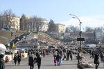 На Майдане варят борщ, а люди фотографируются на баррикадах