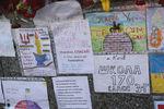 Киевские школьники принесли свои рисунки в память Небесной Сотни на баррикады