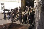 Милиция отпустила вооруженных людей из центра Киева