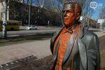В Донецке облили краской памятник Кобзону