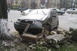 В Киеве на Печерске столкнулись две иномарки, куски металла разлетелись по улице
