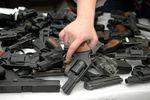 В Днепропетровске утилизировали оружие, которое изымали на митингах