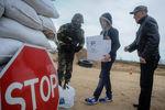 Жители Херсонской области помогают пограничникам продуктами. (Фото)