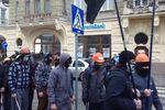 Во Львове пикетируют здание МВД