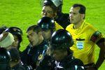 Полиция спасла парагвайского арбитра от разъяренных футболистов