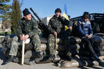 Украинские военнослужащие с семьями покидают Крым