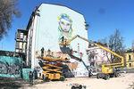 Киевляне переживают, что украинка на граффити в центре столицы похожа на азиатку