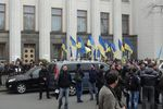 Грушевского снова заблокирована, депутатов заставляют работать
