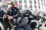Возле Донецкой ОГА укрепляют баррикады и готовятся к стычке с силовиками