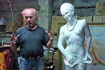 Творец, проживший полтора года со скульптурой голой Тимошенко, продает ее со скидкой