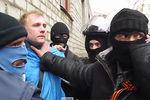 Сепаратисты в Славянске сорвали флаг Украины и повесили триколор