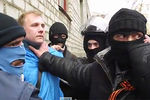 Сепаратисты в Славянске раздают оружие митингующим