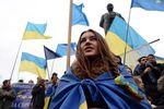 В Луганске около сотни людей митинговали за единую Украину