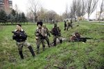 Ситуация в Донецкой области: из райотделов вывозят оружие, а сепаратисты ставят блокпосты