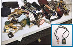 """""""Бюро находок Майдана""""  ждет хозяев кошельков, паспортов и золотых крестиков"""