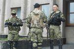 """В Славянск прибыли """"зеленые человечки"""" с пулеметами и снайперскими винтовками"""