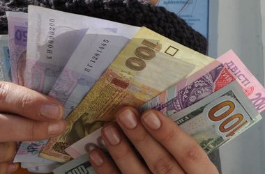 Курс валют на 15 апреля: Доллар за день потерял почти 60 копеек