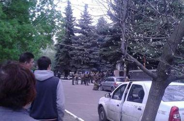 Столкновения в городах восточной Украины: в Славянске закрылись киоски с прессой