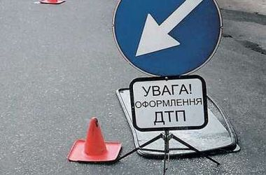 """В центре Киева столкнулись """"легковушки"""", есть пострадавшие"""
