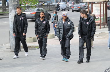 """Футболисты """"Шахтера"""" прогулялись по Киеву"""